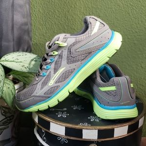 LA Gear Mesh Running Shoe